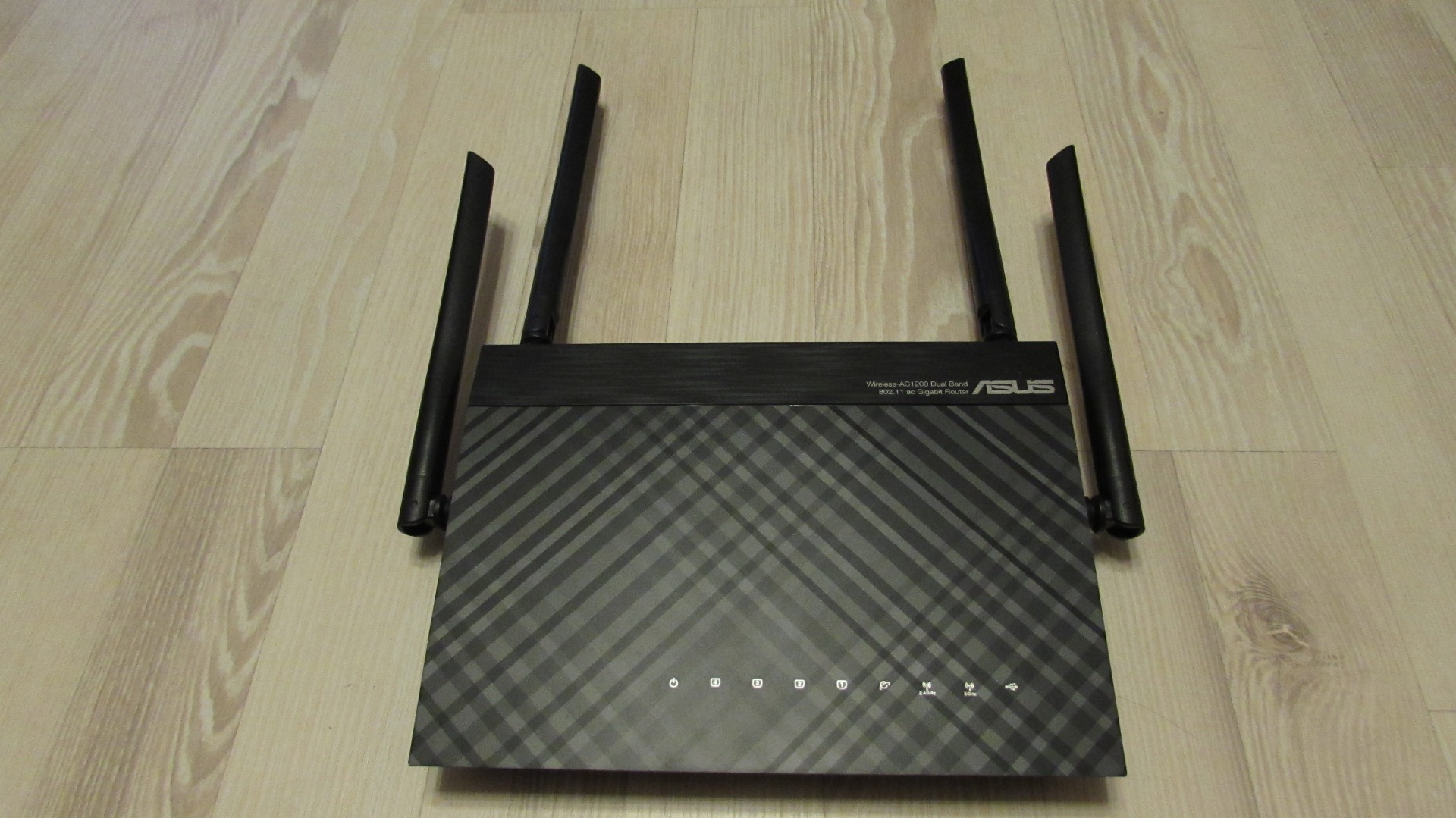 openlinksys.info/images/rt-ac1200g/IMG_0589.JPG