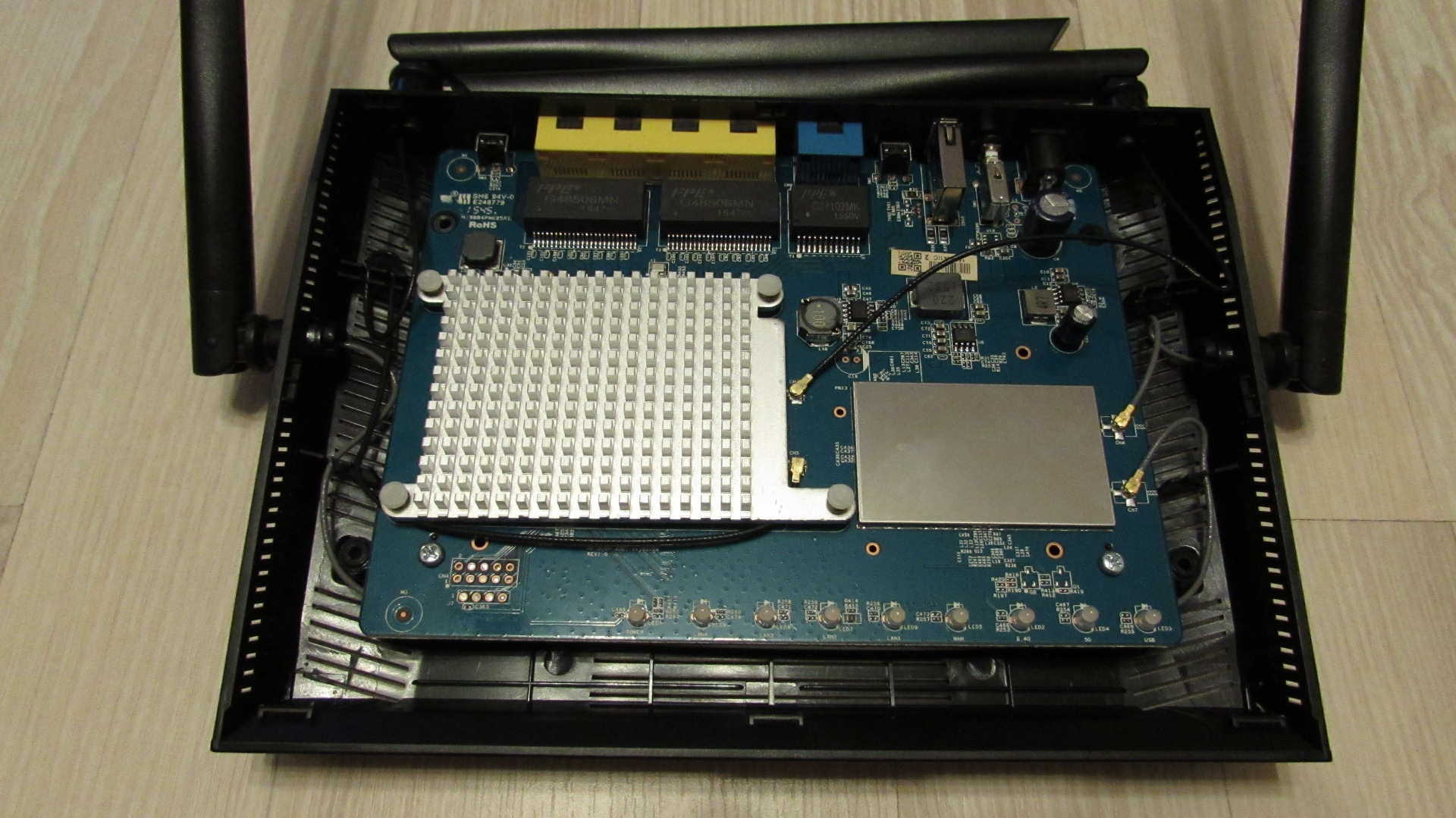 openlinksys.info/images/rt-ac1200g/IMG_0593.JPG